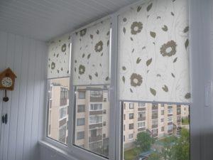 Установка рулонных штор на пластиковые окна в Кирове